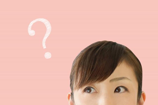 外壁工事について疑問を浮かべる女性